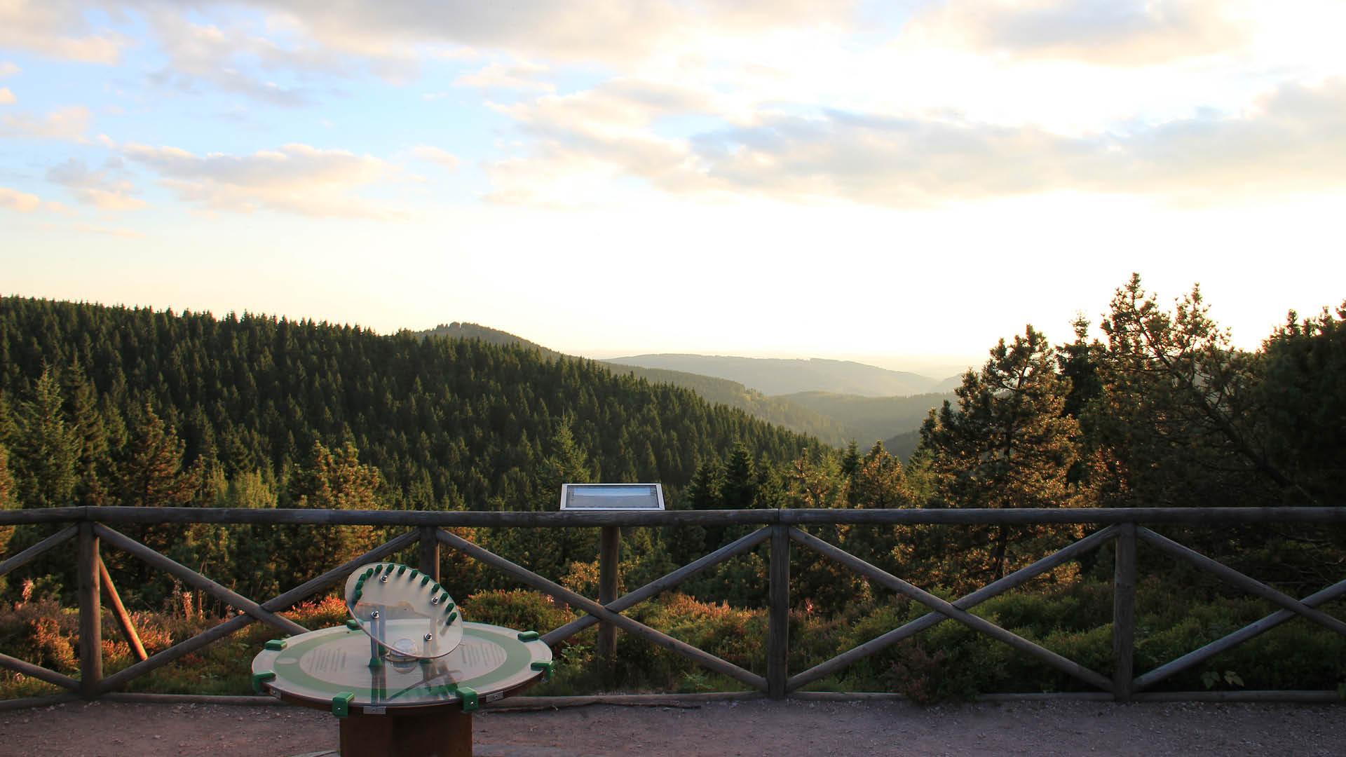 Rennsteiggarten Oberhof Blick über den Thüringer Wald