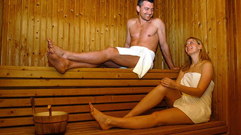 Menschen in Sauna im Schlossberghotel Oberhof