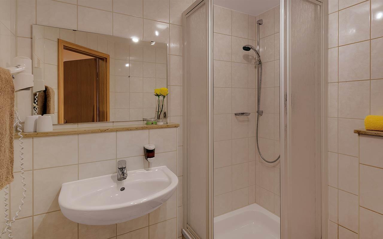 Hotel Thüringenschanze Oberhof, Blick in ein Badezimmer